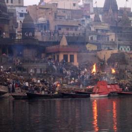 Индия: Костры Ганга